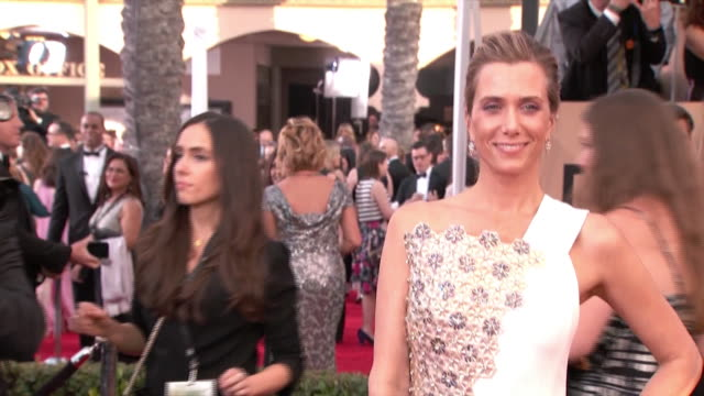 actress/comedian kirsten wiig poses for paparazzi on the red carpet at the 22nd annual screen actors guild awards in los angeles, california. - produced segment stock videos & royalty-free footage