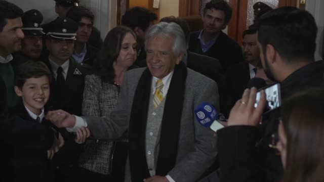 vídeos de stock, filmes e b-roll de acusado de importar ilegalmente circonio estadounidense a chile para fabricar bombas de racimo que vendio a irak el controvertido empresario chileno... - irak