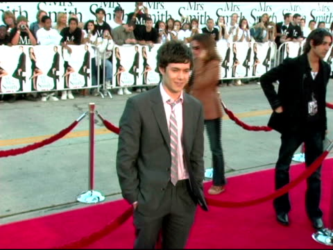 adam brody at the 'mr and mrs smith' world premiere at the mann village theatre in westwood california on june 7 2005 - adam brody stock videos & royalty-free footage