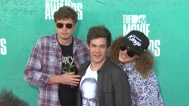 adam devine, anders holm, blake anderson at 2012 mtv movie awards - arrivals at gibson amphitheatre on june 03, 2012 in universal city, california - gibson amphitheatre stock-videos und b-roll-filmmaterial