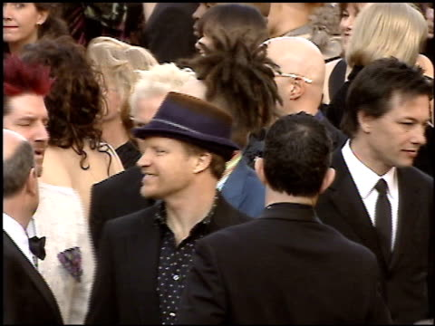 stockvideo's en b-roll-footage met adam duritz at the 2005 academy awards at the kodak theatre in hollywood, california on february 27, 2005. - 77e jaarlijkse academy awards
