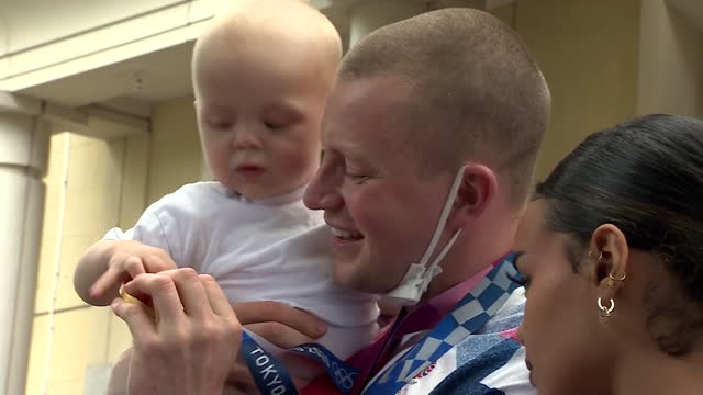 adam peaty, olympic swimming gold medallist, poses for photos with son and girlfriend at heathrow airport after arriving home from tokyo olympics - girlfriend stock videos & royalty-free footage