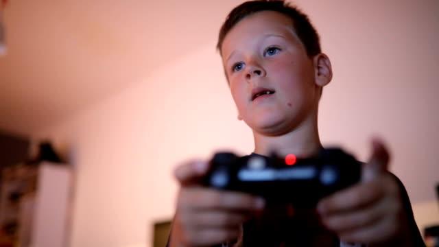 vídeos y material grabado en eventos de stock de adicto a los videojuegos - malos hábitos