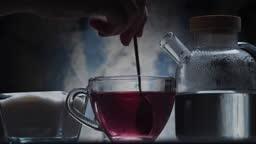 Adding sugar into hibiscus tea
