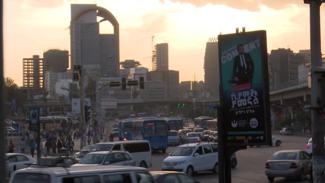 addis ababa city traffic - アジスアベバ点の映像素材/bロール