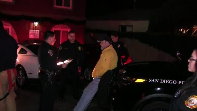 vidéos et rushes de texas street san diego agencies: sdpd & sdfd dispatch time: 8:03 pm a man suspected of being dui struck a parked car, and then drove into an... - conduite en état d'ivresse