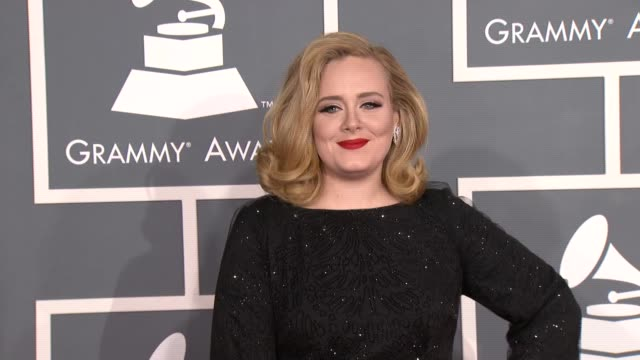 vídeos de stock e filmes b-roll de adele at 54th annual grammy awards - arrivals on 2/12/12 in los angeles, ca - prémios grammy