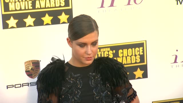 vídeos de stock e filmes b-roll de adele exarchopoulos at 19th annual critics' choice movie awards arrivals at the barker hanger on in santa monica california - translúcido