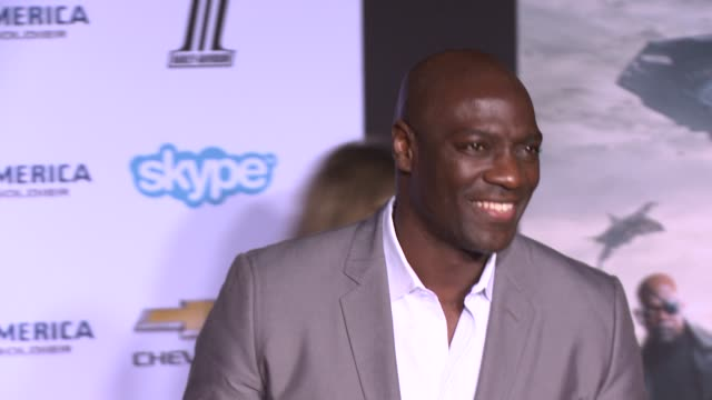 vídeos y material grabado en eventos de stock de adewale akinnuoyeagbaje at the captain america the winter soldier los angeles premiere at the el capitan theatre on march 13 2014 in hollywood... - cines el capitán