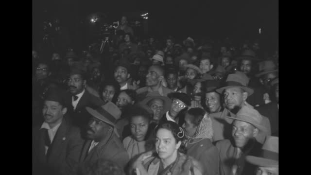 adlai stevenson at podium with numerous microphones / africanamerican crowd / senatorial candidate john cashmore - アドレー スティーブンソン点の映像素材/bロール