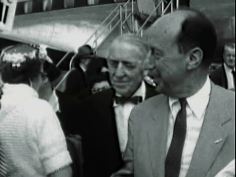 vidéos et rushes de adlai stevenson shaking hands with wellwishing people on tarmac receiving button from bespectacled white boy / adlai stevenson waving smiling... - adlai stevenson