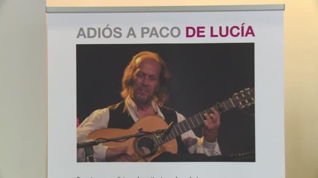 admiradores espanoles del cantante paco de lucia desfilaron este viernes por el auditorio nacional de madrid para dar su ultimo adios al virtuoso de... - paco de lucía stock videos & royalty-free footage