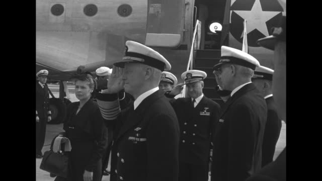 admiral chester nimitz deplanes at anacostia naval air station salutes sailors and officers wife catherine deplanes behind him / ms nimitz and other... - matrose stock-videos und b-roll-filmmaterial