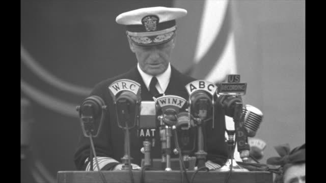 "admiral chester nimitz speech at podium on reviewing stand, which is a replica of uss missouri, sot: ""all of us, whether military or civilian, are... - armi di distruzione di massa video stock e b–roll"