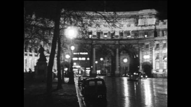 zo admiralty arch on a wet night; 1967 - brightly lit stock videos & royalty-free footage