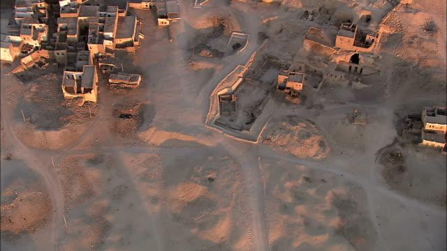 adobe buildings cluster in a community on the gilf kebir. - adobe bildbanksvideor och videomaterial från bakom kulisserna