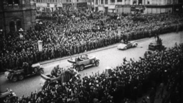 adolf hitler arriving in vienna / austria - anno 1938 video stock e b–roll