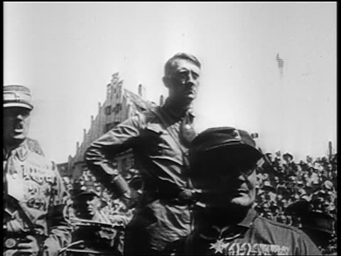 vídeos de stock, filmes e b-roll de adolf hitler giving fascist salute at rally at nuremberg / germany / newsreel - 1920 1929