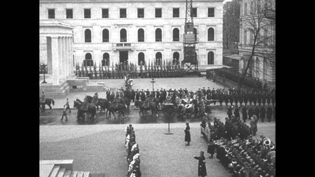 stockvideo's en b-roll-footage met adolf hitler stands in convertible as car moves through crowd-lined street to the konigsplatz during beer hall putsch anniversary ceremony / nazi... - nazism