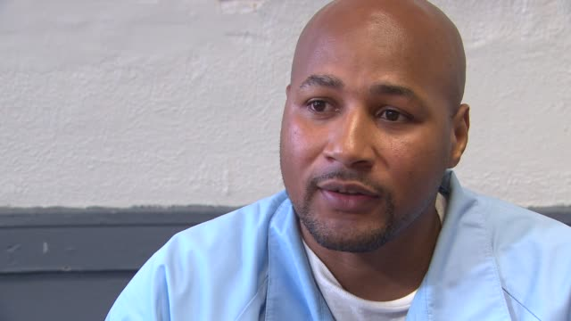 stockvideo's en b-roll-footage met adolfo davis talks about being a gang member at age 14 being found guilty of being an accessory in a murder and spending life in prison davis was... - sentencing