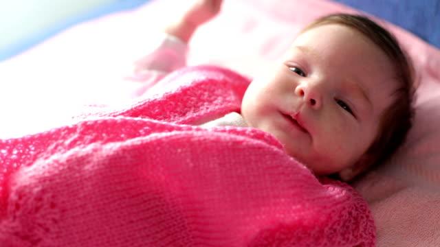vídeos y material grabado en eventos de stock de bebé encantadores - una sola niña bebé