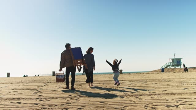 adorable family walking on the beach - korean ethnicity stock videos & royalty-free footage