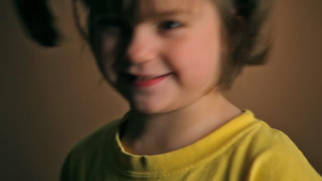 adorable little girl - människonäsa bildbanksvideor och videomaterial från bakom kulisserna