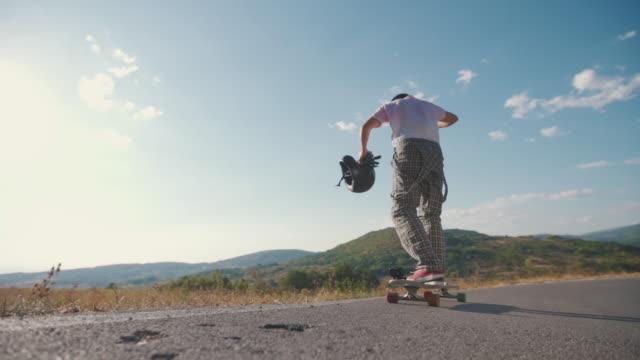 vídeos de stock, filmes e b-roll de viciado em adrenalina - andar de skate