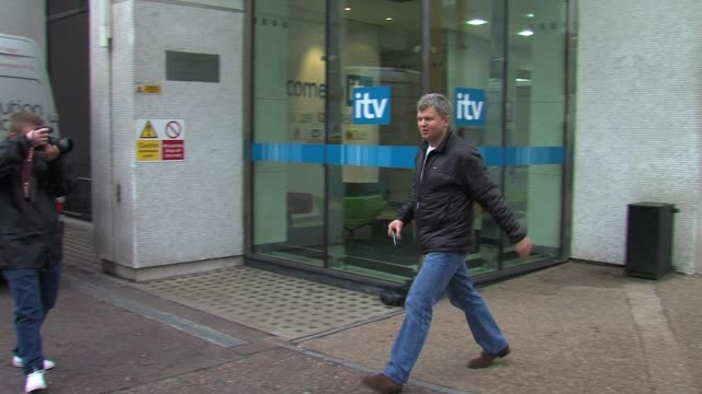 adrian chiles leaves itv studios after presenting his daybreak show. sighted: adrian chiles at itv studios, southbank on february 28, 2011 in london,... - adrian chiles video stock e b–roll
