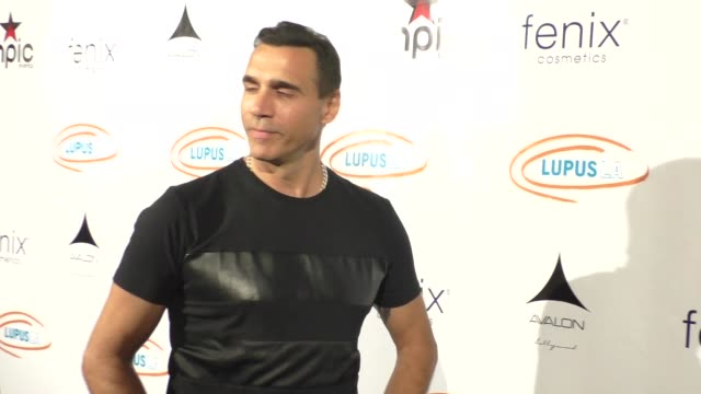 vídeos de stock e filmes b-roll de adrian paul at the get lucky for lupus celebrity poker tournament at avalon nightclub in hollywood - celebrity sightings on sept 16, 2015 in los... - adrian paul
