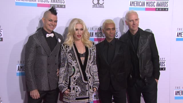 vidéos et rushes de adrian young, gwen stefani, tony kanal, tom dumant at the 40th american music awards - arrivals on in los angeles, ca. - tony kanal