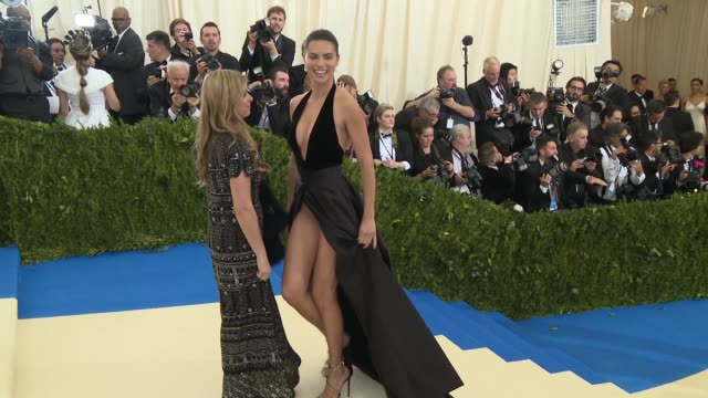 "vídeos de stock, filmes e b-roll de adriana lima at ""rei kawakubo/comme des garcons: art of the in-between"" costume institute gala - arrivals at the metropolitan museum of art on may 1,... - adriana lima"