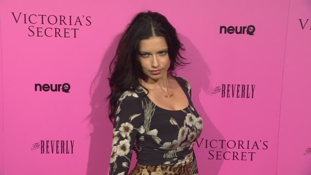 vídeos de stock, filmes e b-roll de adriana lima at the victoria's secret 6th annual 'what is sexy list bombshell summer edition' pink carpet event at los angeles ca - adriana lima