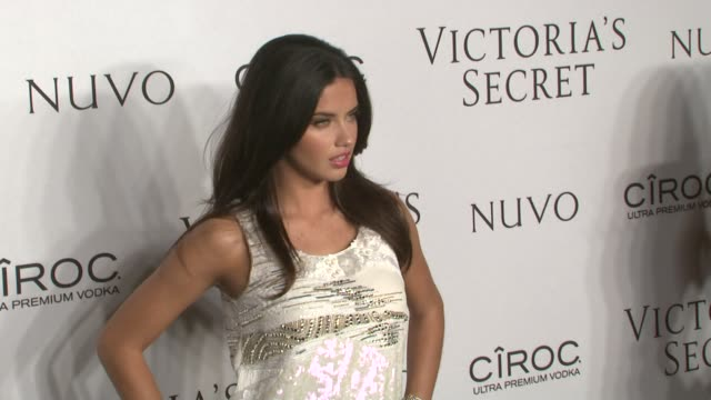 vídeos de stock, filmes e b-roll de adriana lima at the victoria's secret hosts exclusive 2009 what is sexy list party at new york ny - adriana lima