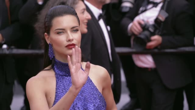 vídeos de stock, filmes e b-roll de adriana lima on the red carpet for oh mercy premiere in cannes cannes, france on wednesday may 22, 2019 - adriana lima