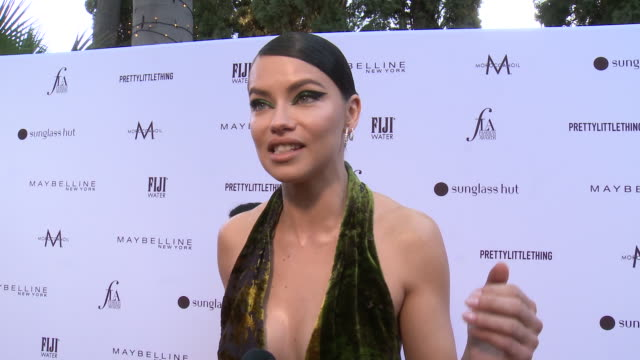 vídeos de stock, filmes e b-roll de adriana lima on what it means to be honored by daily front row, talks about being labeled a fashion icon, who are the fashion icons that she looked... - adriana lima