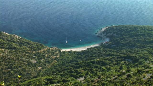 vídeos de stock, filmes e b-roll de hd: mar adriático praia - cres croácia