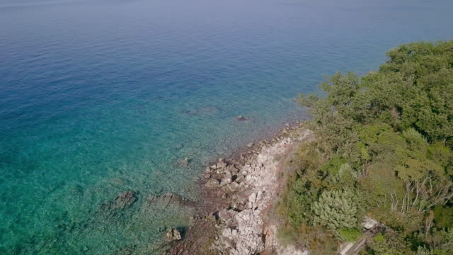 mare adriatico drone - mare adriatico video stock e b–roll