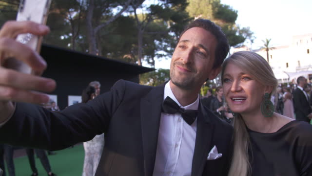slomo adrien brody at amfar gala cannes 2018 at hotel du capedenroc on may 17 2018 in cap d'antibes france - 71st international cannes film festival stock videos & royalty-free footage
