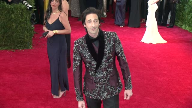 "adrien brody at ""china: through the looking glass"" costume institute benefit gala - arrivals at metropolitan museum of art on may 04, 2015 in new... - adrien brody stock videos & royalty-free footage"