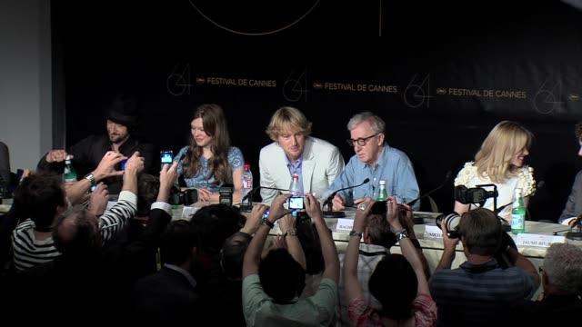 adrien brody, lea seydoux, owen wilson, woody allen, rachel mcadams, michael sheen at the midnight in paris press conference - オーウェン・ウィルソン点の映像素材/bロール