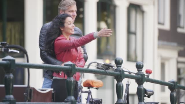 adult couple enjoying amsterdam - coppia di adulti di mezza età video stock e b–roll