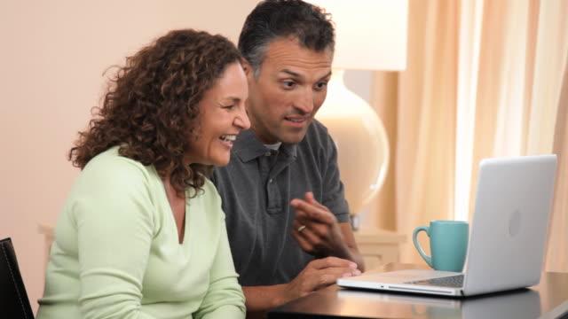 vídeos de stock, filmes e b-roll de ms adult couple video chatting on laptop computer / richmond, virginia, usa - casal de meia idade