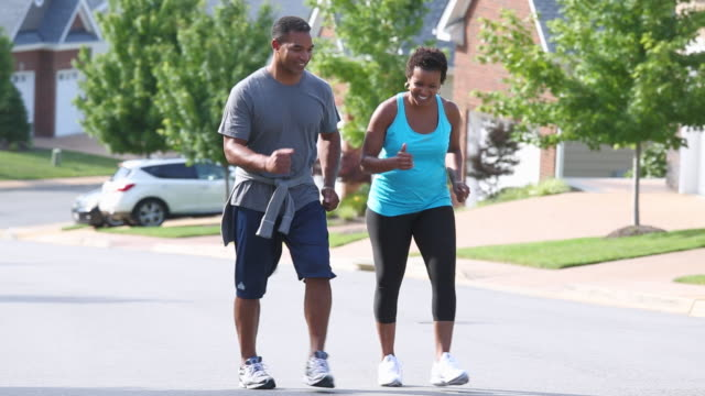 vídeos de stock e filmes b-roll de ws ts adult couple walking for exercise in neighborhood / richmond, virginia, usa - diabetes