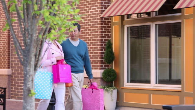 ws ts adult couple window shopping in front of stores / richmond, virginia, usa - spending money stock videos & royalty-free footage