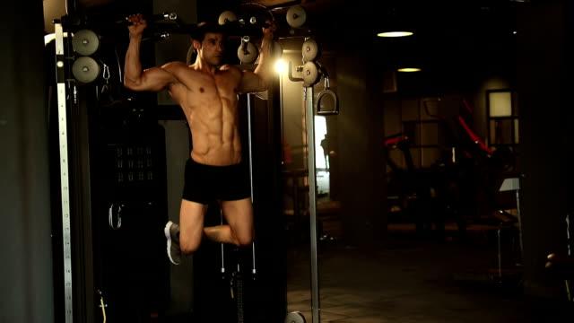 adult man doing exercise in gym, delhi, india - einzelner mann über 30 stock-videos und b-roll-filmmaterial