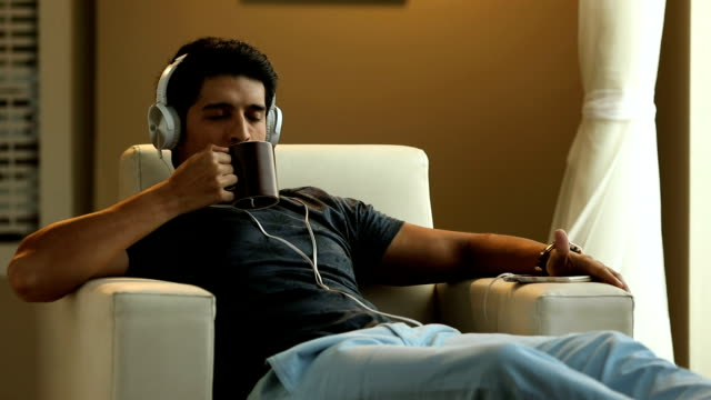 stockvideo's en b-roll-footage met adult man drinking tea in the home, delhi, india - achterover leunen