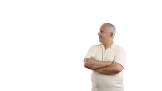 vídeos y material grabado en eventos de stock de adulta senior hombre mostrando espacio de copia y oklahoma - camisa blanca