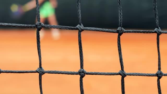 vídeos de stock, filmes e b-roll de adulto mulher jogando tênis - tênis esporte de raquete