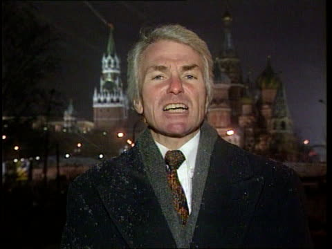 advance on grozny continues; itn night moscow: kremlin: i/c - grosny stock-videos und b-roll-filmmaterial